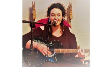 Wöchentliche Online Konzerte mit Helen Leahey