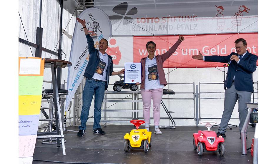 Weltrekord-Lesung auf Bobbycars